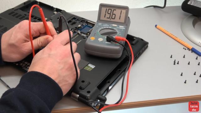 Acer Notebook defekt - öffnen und reparieren - Mainboard ausbauen - V3 771G - Stromkabel mit Anschlussbuchse durchmessen