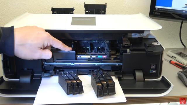 Canon Pixma Drucker Druckkopf auswechseln - ausbauen - wechseln - der Schlitten mit dem Kopf parkt absichtlich zu weit links