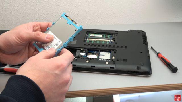 HP Notebook funktioniert nicht mehr - Bildschirm bleibt schwarz - aufschrauben und prüfen - Komponenten ausbauen: RAM, DVD und SSD oder Festplatte