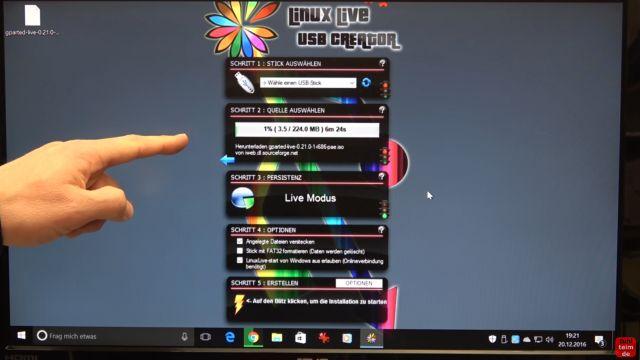 Linux auf USB-Stick erstellen - Linux Live USB Creator - Linux-Distribution wird runtergeladen