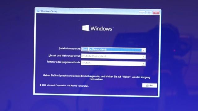 Neues Notebook einrichten - Teil 2 - Windows 10 komplett neu installieren - das Notebook hat vom USB-Stick gebootet - Sprache u.a. auswählen