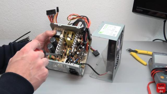PC geht nicht an - defekt - ohne Funktion - PC reparieren - geöffnetes, defektes Netzteil