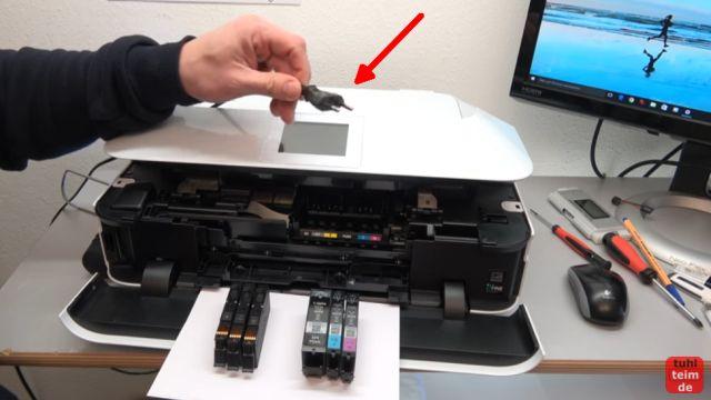 Canon Pixma Druckkopf Fehler 1403 - Druckkopftyp ist nicht korrekt - Stromstecker herausziehen und Druckkopf ausbauen