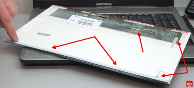 Notebook Bildschirm schwarz - Display zerlegen - externen Monitor aktivieren - ein ausgebautes Laptop-Display von hinten