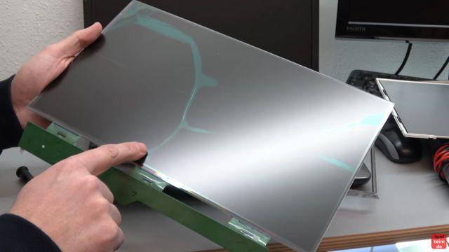 Notebook Bildschirm schwarz - Display zerlegen - externen Monitor aktivieren - das zerlegte (gebrochene) Displaypanel mit Steuerelektronik