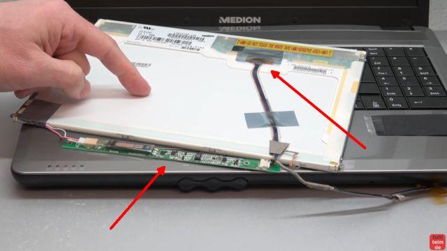 Notebook Bildschirm schwarz - Display zerlegen - externen Monitor aktivieren - ein älteres Display mit zusätzlicher Inverterelektronik