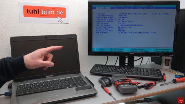 Notebook Bildschirm schwarz - Display zerlegen - externen Monitor aktivieren - bei einigen Notebooks muss der externe Monitor im Bios aktiviert werden
