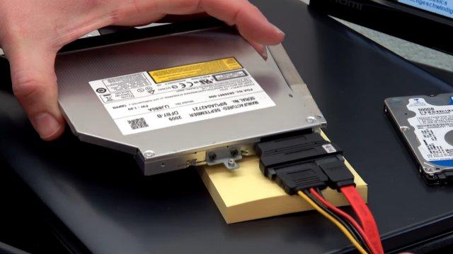 Notebook DVD Laufwerk extern an USB oder in PC einbauen an SATA - optisches Laufwerk mit Adaptern angeschlossen