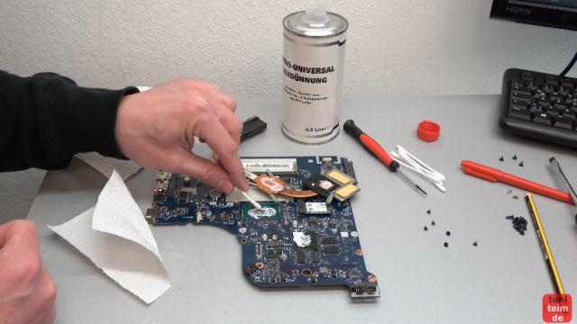 Notebook geht einfach aus nach 10 Minuten spielen - überhitzt schaltet sich aus - mit Lösungsmittel die alte Wärmeleitpaste entfernen