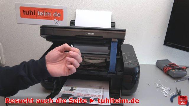 Canon Pixma Drucker Fehler / Error E / E03 wird im Display beim Einschalten angezeigt - schon dieser kleine Papierschnipsel kann den Drucker komplett lahmlegen