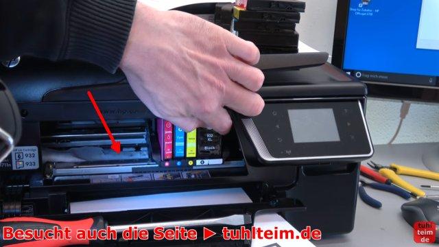 HP OfficeJet druckt falsche keine Farben - Druckkopf per Hand reinigen - das Tuch liegt unter dem Druckkopf