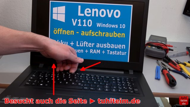Lenovo V110 Notebook öffnen - Akku SSD Lüfter Tastatur wechseln - unter die Tastatur greifen und diese vorsichtig entnehmen