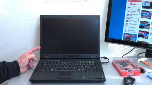 Notebook Bildschirm bleibt schwarz oder geht aus - Ursache: HDD defekt - nach einer Sekunde wird der Bildschirm schwarz und bleibt es dauerhaft