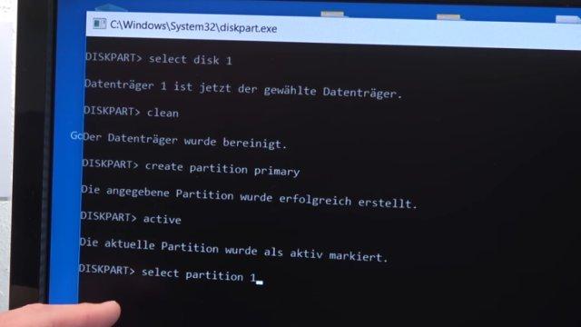 """Windows USB-Stick erstellen und bootfähig machen zum Installieren Windows 10 7 8 - mit dem diskpart.exe-Befehl """"create partition primary"""" eine Partition erzeugen"""