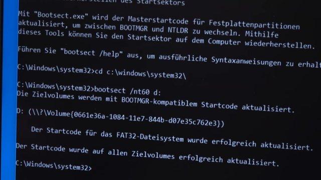 """Windows USB-Stick erstellen und bootfähig machen zum Installieren Windows 10 7 8 - mit dem bootsect.exe-Befehl """"/nt60"""" den Bootcode schreiben"""