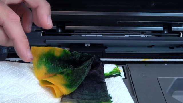 Brother Tintenstrahldrucker reinigen - Druckkopf druckt kein Schwarz - dieses Tuch lag 24 Stunden unter dem Druckkopf - Dauerreinigung