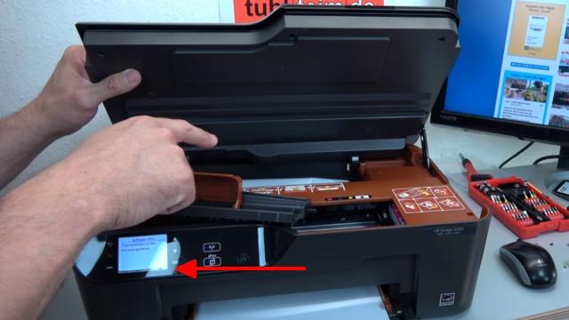 Hewlett-Packard Drucker - Patronenwagen frei geben lösen - HP Papierstau entfernen - Drucker öffnen und prüfen