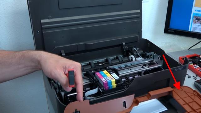 Hewlett-Packard Drucker - Patronenwagen frei geben lösen - HP Papierstau entfernen - Abdeckung abschrauben und Mechanik prüfen