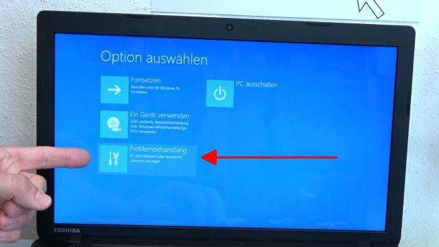 Notebook UEFI-Bios CSM Windows 10 SecureBoot einstellen und von USB oder DVD booten - ins Bios mit Windows 10 - Windows 10 zeigt ein Menü an - Problembehandlung anklicken