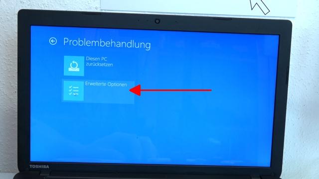 Notebook UEFI-Bios CSM Windows 10 SecureBoot einstellen und von USB oder DVD booten - ins Bios mit Windows 10 - auf -Erweiterte Optionen- klicken
