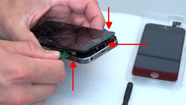 iPhone 5s Display Reparatur + Home Button einfach tauschen - Display mit Plektrum anheben