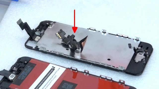iPhone 5s Display Reparatur + Home Button einfach tauschen - Baueinheit mit Kamera und Hörer abgeschraubt