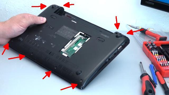 Asus eeePC Netbook / Laptop öffnen - HDD SSD RAM Lüfter Tastatur tauschen - reparieren - 8 Schrauben entfernen