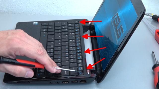 Asus eeePC Netbook / Laptop öffnen - HDD SSD RAM Lüfter Tastatur tauschen - reparieren - 4 Laschen der Tastatur entfernen