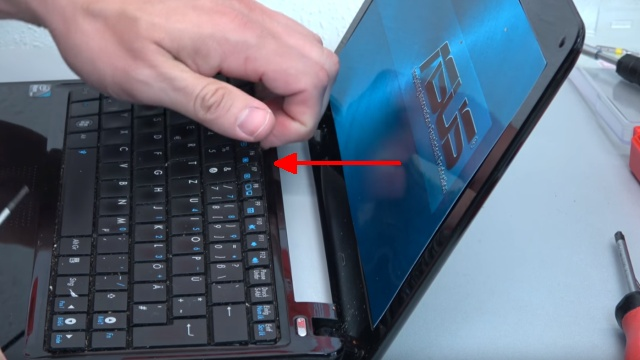 Asus eeePC Netbook / Laptop öffnen - HDD SSD RAM Lüfter Tastatur tauschen - reparieren - Tastatur entnehmen