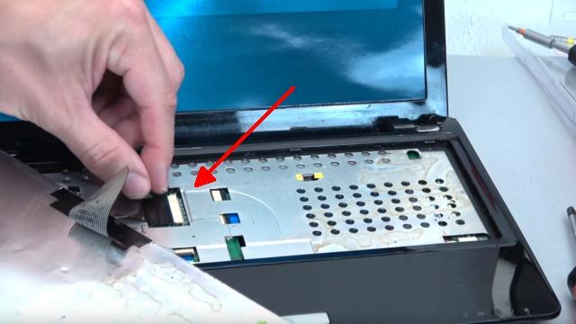 Asus eeePC Netbook / Laptop öffnen - HDD SSD RAM Lüfter Tastatur tauschen - reparieren - Tastaturkabel entfernen