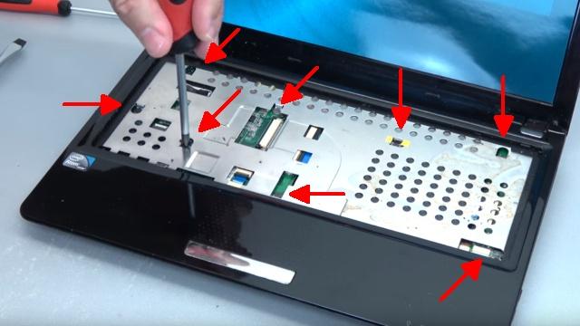 Asus eeePC Netbook / Laptop öffnen - HDD SSD RAM Lüfter Tastatur tauschen - reparieren - 8 Schrauben unter der Tastatur entfernen
