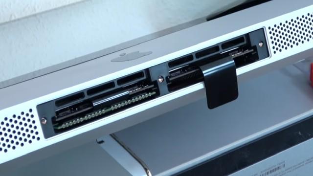Apple iMac Pro RAM Upgrade - RAM erweitern - nach dem Einstecken der neuen RAMs die Laschen einschieben