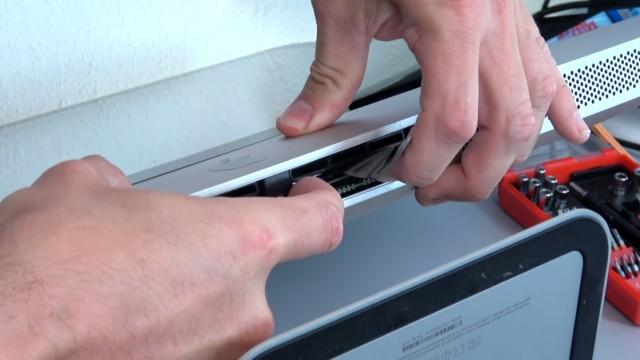 Apple iMac Pro RAM Upgrade - RAM erweitern - die RAM-Module sehr feste einstecken
