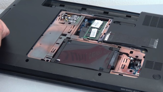 HP Pavilion g6 Laptop öffnen - Lüfter reinigen SSD einbauen Tastatur ausbauen - Klappe an der Unterseite entfernen