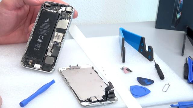 iPhone Display Reparatur in 10 Minuten - Kaufen Austausch Wechsel - das defekte Display ist ausgebaut
