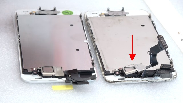 iPhone Display Reparatur in 10 Minuten - Kaufen Austausch Wechsel - neues Display links und altes Display rechts vergleichen