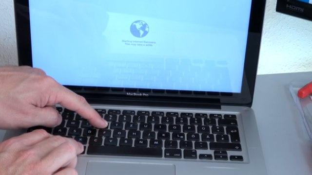 Apple MacBook Pro auf Werkseinstellung zurücksetzen - Festplatte löschen - OSX neu installieren - Macbook einschalten - Weltkugel erscheint