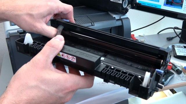 Brother Laserdrucker druckt Schatten Streifen - Ausdruck erscheint doppelt Grauschleier - Bildtrommel prüfen