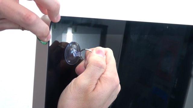 Apple iMac 27 Retina | Pro öffnen - Scheibe entfernen - Display HDD ausbauen - Frontscheibe lässt sich an der Oberseite anheben