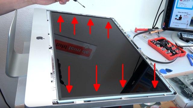 Apple iMac 27 Retina | Pro öffnen - Scheibe entfernen - Display HDD ausbauen - auf jeder Seite vier Schrauben lösen