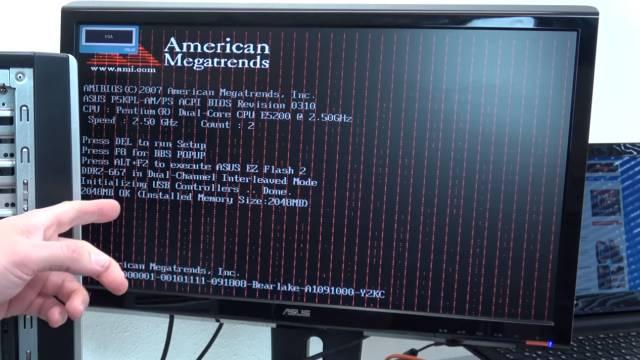 Bildschirm - Grafikkarte zeigt rote Streifen - senkrecht waagrecht - Streifen in der Schrift und in der Grafik