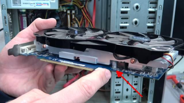 Bildschirm - Grafikkarte zeigt rote Streifen - senkrecht waagrecht - Grafikkarte mit versteckten Kondensatoren