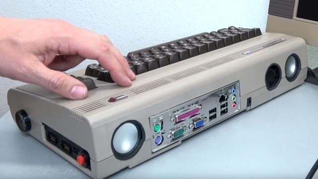 Commodore 64 mit Intel Prozessor und Windows 10 - C64 Retro Mod - Seitenansicht