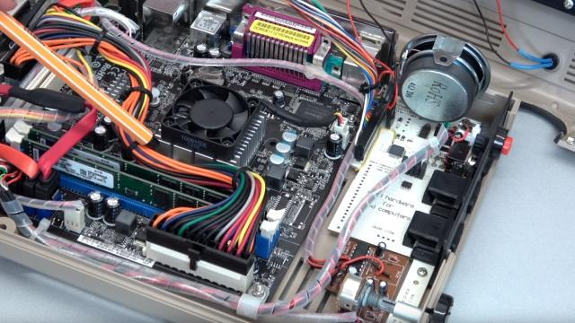 Commodore 64 mit Intel Prozessor und Windows 10 - C64 Retro Mod - 8GB DDR3, Keyrah und Audioverstärker