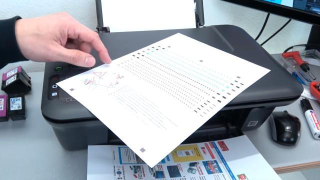 Hewlett-Packard Drucker originale neue Tintenpatronen werden nicht erkannt nach Wechseln - Testseite zum Kalibrieren wird bei neuen Druckpatronen ausgedruckt