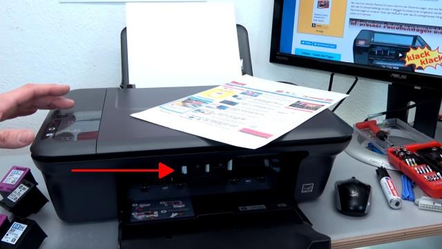 Hewlett-Packard Drucker originale neue Tintenpatronen werden nicht erkannt nach Wechseln - Druckerklappe öffnen und Druckerpatronen entnehmen