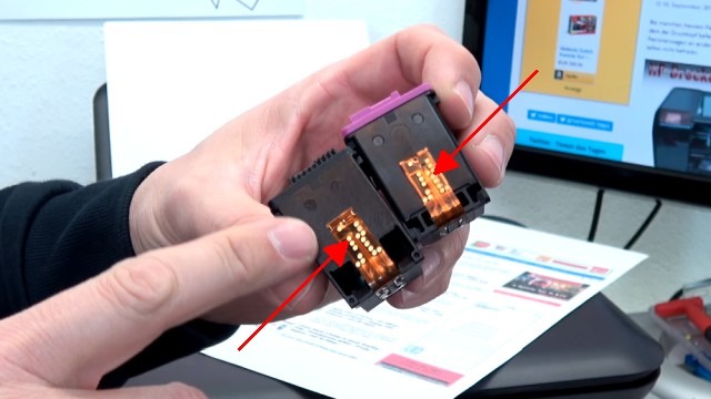 Hewlett-Packard Drucker originale neue Tintenpatronen werden nicht erkannt nach Wechseln - Kontakte der Druckerpatronen reinigen