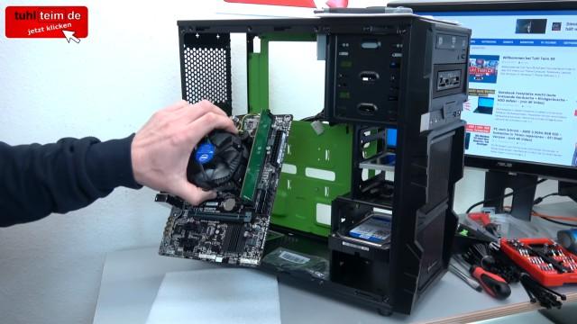 PC zusammenbauen - Schritt für Schritt - eigenen Rechner bauen - Anleitung - Mainboard in PC einbauen