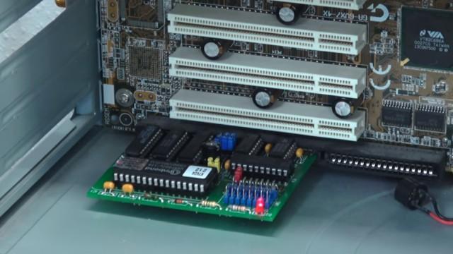 Virus löscht Bios-Chip im PC - 1999 - BIOS Update flashen - Wie alles angefangen hat - CT-Flasher - Karte steckt im ISA-Steckplatz