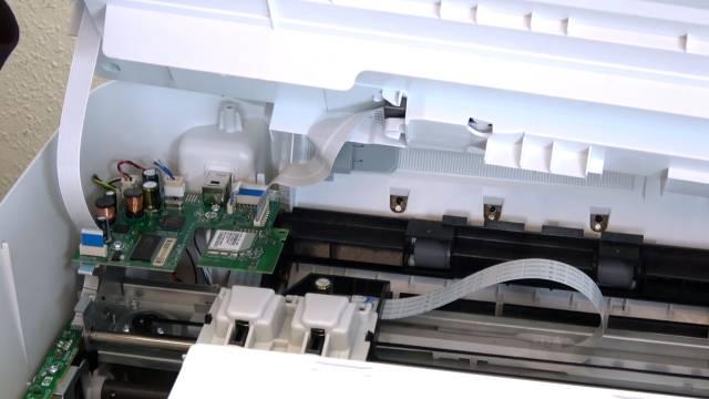 HP Drucker nagelneu und schon defekt - alle LEDs blinken - Tipps zur Fehlersuche - Hauptplatine mit Anschlußkabeln